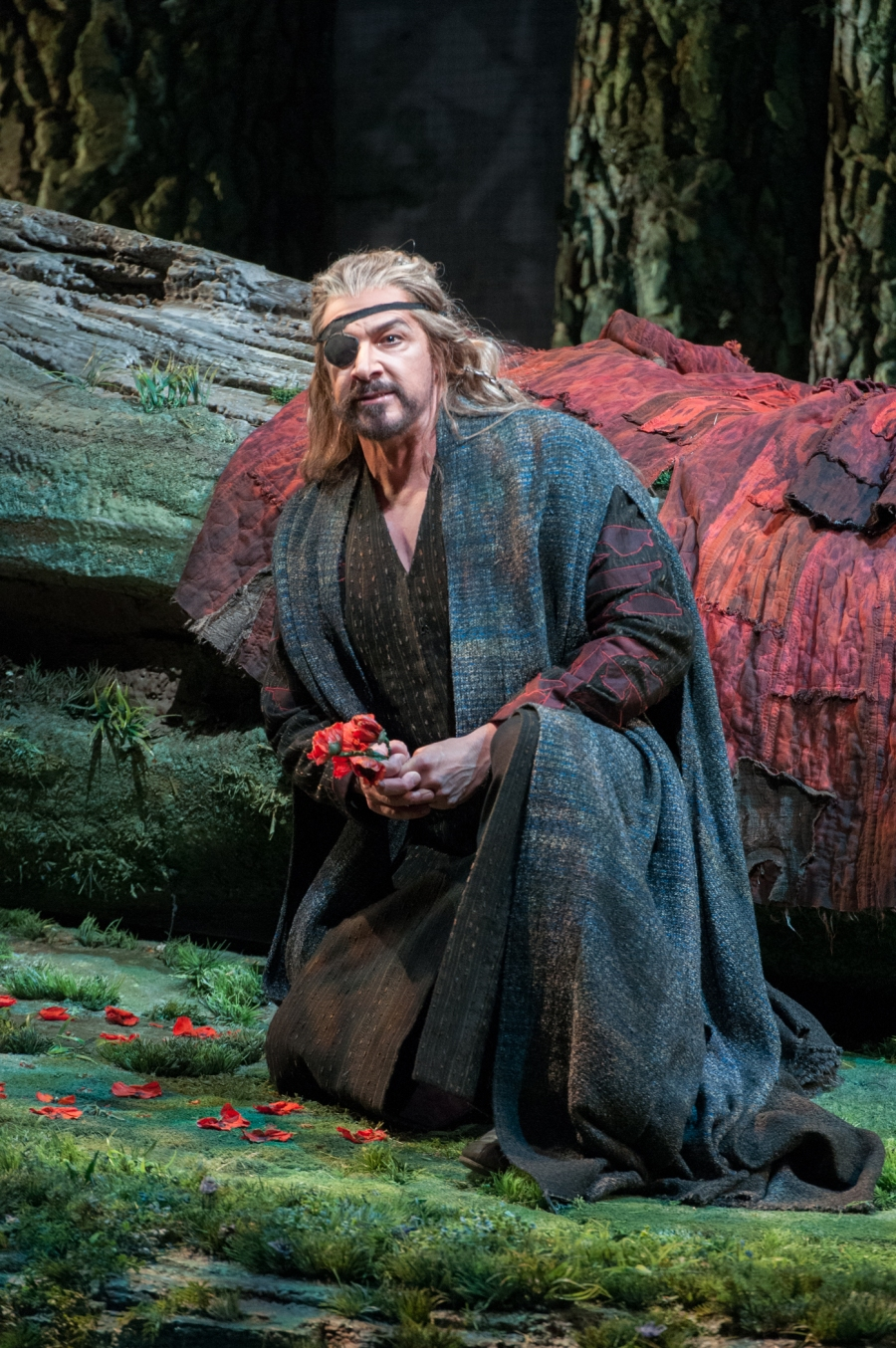 Wagner's Siegfried; Dennis Peterson (Mime). © Elise Bakketun photo