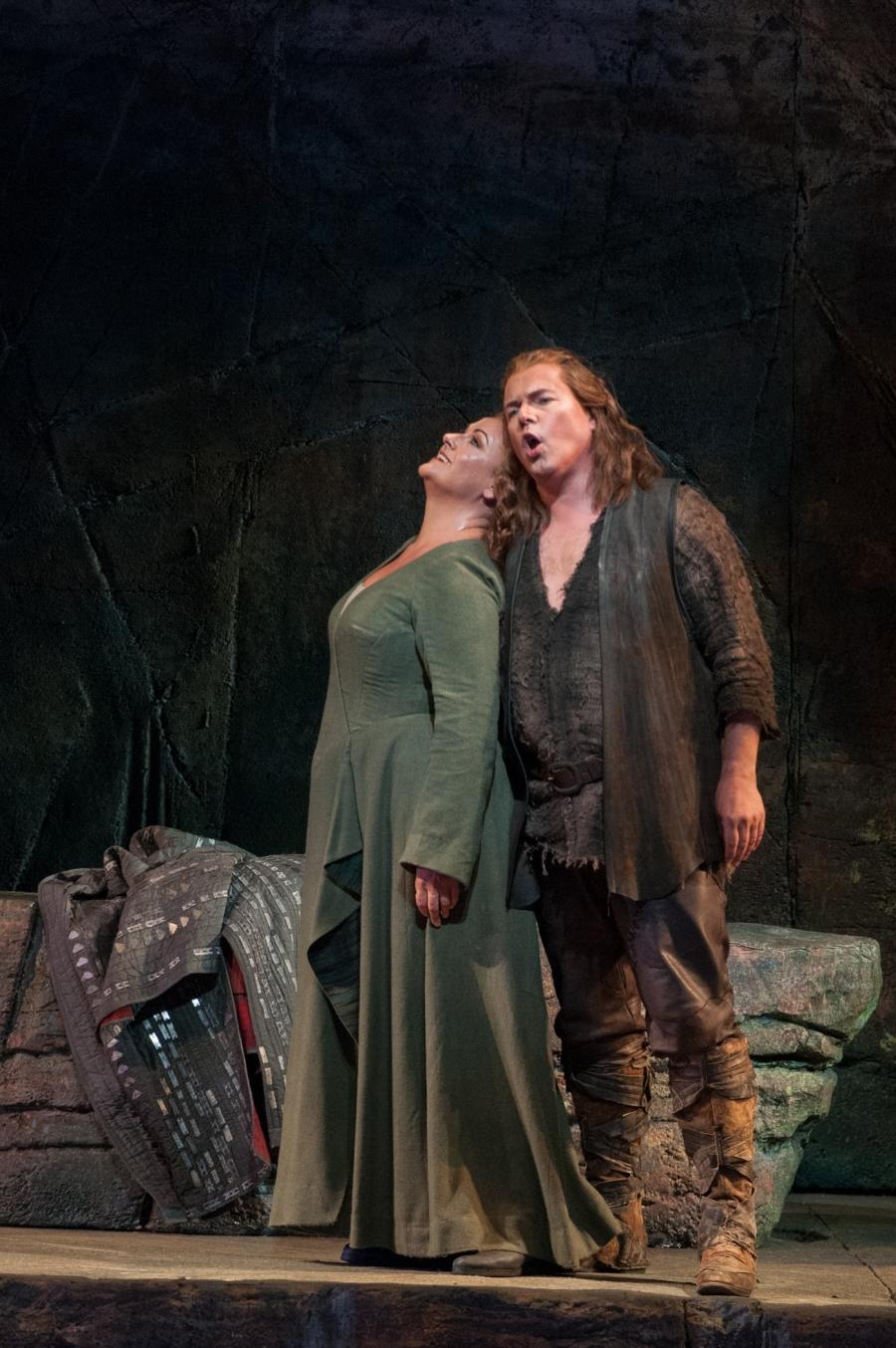 Wagner's Siegfried; Alwyn Mellor (Brünnhilde), Stefan Vinke (Siegfried). © Elise Bakketun photo