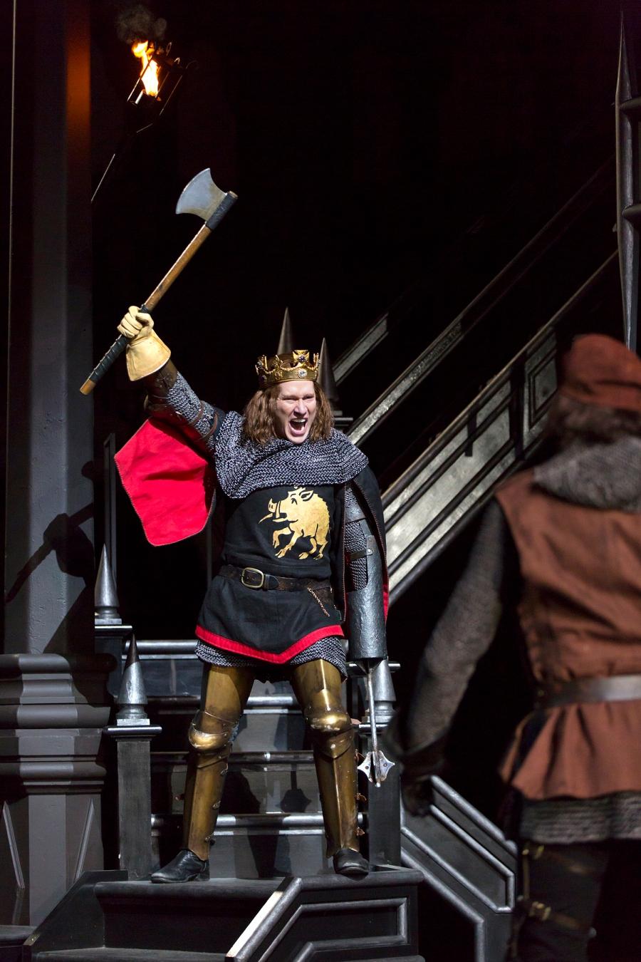 Richard III (Dan Donohue) prepares to battle the Earl of Richmond. Photo by T. Charles Erickson.